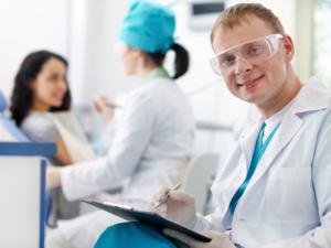 Семейная скидка 10% на терапевтические услуги в стоматологической клинике «СуперДент»